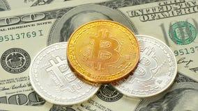 Guld- Crypto-valuta bokoyn och dollar - 3 Nya pengar förflyttar det gammalt Blokchain - teknologin av framtiden arkivfilmer