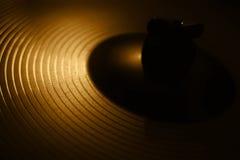 Guld- cymbal i mörkret Fotografering för Bildbyråer