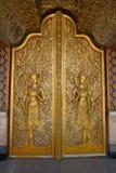 Guld- dörr med två änglar Royaltyfri Fotografi