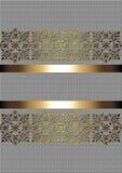 Guld- delikat modell med guld- band på en beige bakgrund Royaltyfria Bilder