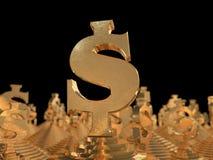 Guld- dollarsymbol på pyramiden och en svart bakgrund Arkivbild