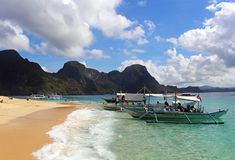 Guld- dröm- sandig strand i Palawan Arkivbild
