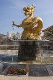 Guld- drake i en parket i den Phuket staden Royaltyfri Bild