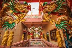 Guld- drake i kinesisk relikskrin Royaltyfri Foto