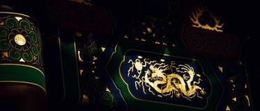 guld- drake traditionell arkitekturkines royaltyfri foto