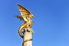 Guld- drakespringbrunn i den holländska staden av Den Bosch Royaltyfri Foto