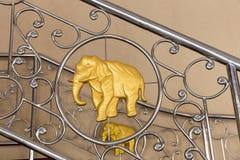 guld- elefant Royaltyfri Foto