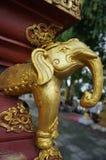 Guld- elefantstatyett Arkivfoton