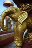 Guld- elefantstatyett Royaltyfri Fotografi