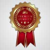Guld- emblem för vektorabstrakt begrepprunda med bandet och Royaltyfri Bild