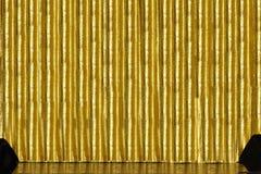 guld- etapp för gardin Arkivbilder