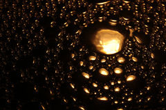 Guld färgad vattenbubbla Arkivfoto