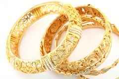 guld för 3 armband Arkivbild