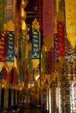 Guld för buddistisk tempel och färgglat år av garneringen arkivfoto