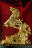 Guld- Fengshui Victory Gold Plated Horse Statue royaltyfri fotografi