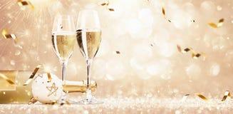 Guld- ferieparti med Champagne royaltyfri fotografi
