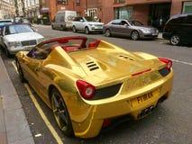 Guld- Ferrari Royaltyfri Bild