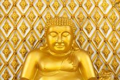 Guld- fet buddha staty royaltyfria bilder