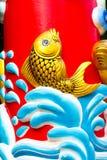 Guld- fisk på den kinesiska templet Arkivbilder