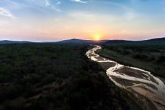Guld- flod på solnedgången Arkivbilder