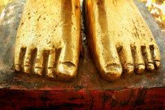 Guld- fot av Buddhastatyn Royaltyfri Foto