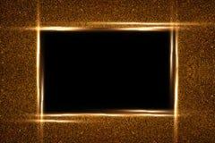 Guld- fyrkantig ram och att bl?nka Svart bakgrund Gl?dande partiklar texturerar omkring Garnering med den tomma mitten f?r text vektor illustrationer