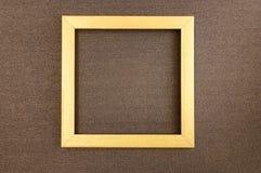Guld- fyrkantig ram p? m?rkes- papp f?r brun p?rlemor royaltyfri fotografi