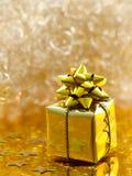 guld- gåva Royaltyfria Bilder