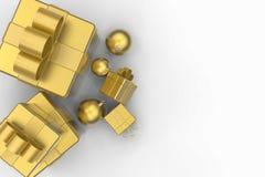 Guld- gåvaaskar och guld- julbollar Royaltyfri Foto