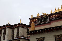Guld- garnering för Songzanlin Buddhatempel Arkivfoto