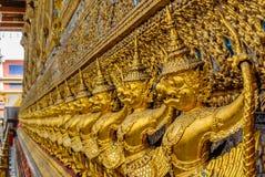 guld- garuda royaltyfri fotografi