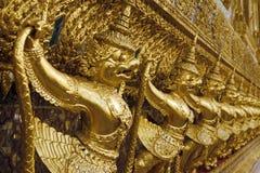 Guld- Garuda i Bangkok tusen dollarslott royaltyfria foton