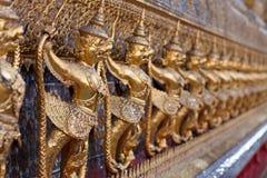 Guld- Garuda i Wat Phra Kaew, tempel av Emerald Buddha, storslagen slott, Thailand Fotografering för Bildbyråer