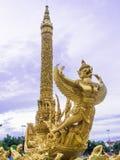 Guld- Garuda staty, Thailand Arkivbilder