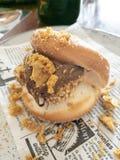 Guld- Gaytime Bao med Nutella arkivfoton