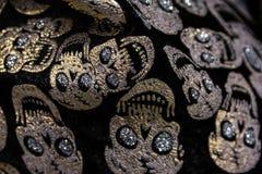 Guld- Gem Skulls Rhinestones Fabric Texture modellCloseup Hal arkivfoto