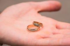 guld- gifta sig för cirklar royaltyfri fotografi