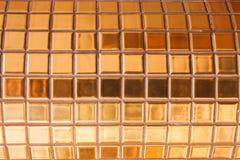 Guld- glasad tegelplatta Arkivfoto