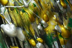 Guld- gröna livliga skuggor för abstrakt målningsilver, abstrakt textur Royaltyfria Bilder