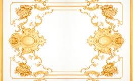 Guld- gräns för dekorativ tappning av blomman på byggnad Arkivfoto