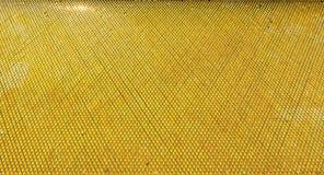 Guld- gula geometriska skinande beståndsdelar med reflexion av sunlig Royaltyfri Fotografi