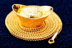 Guld- halsband Fotografering för Bildbyråer