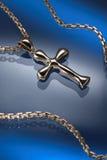 guld- halsband för chross arkivfoto