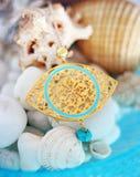 Guld- halsband för ont öga för byzantine - grekisk smyckenannonsering arkivbilder