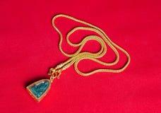 Guld- halsband 96 5 procent thailändsk guld- kvalitet med Buddha och guld Arkivbilder