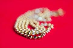 Guld- halsband 96 5 procent thailändsk guld- kvalitet med guld- hjärtapenda Royaltyfria Bilder