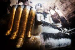 Guld- hand av Buddha. Arkivfoto