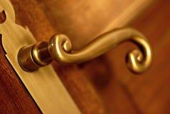 guld- handtag för dörr Arkivbilder