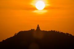 Guld- himmel på den stora Buddha på kulleöverkant av Phuket Thailand Fotografering för Bildbyråer