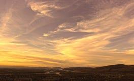 Guld- himmelskt skyler Arkivbild